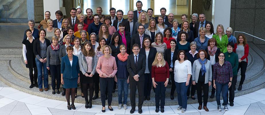 Gruppenfoto der Mitarbeiterinnen und Mitarbeiter der NA beim BIBB